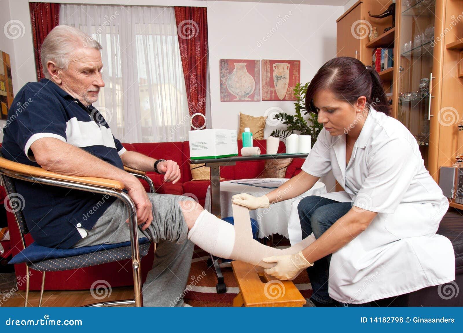 Wundsorgfalt durch Krankenschwestern