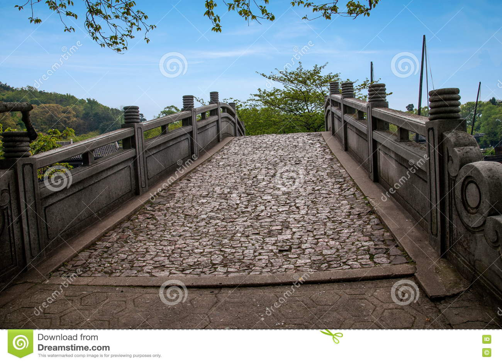 Wuxi Taihu Yuantouzhu stone bridge and deck