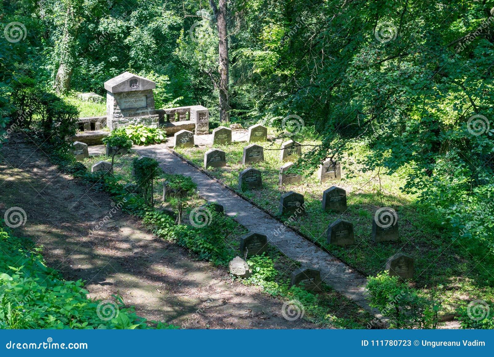 WWI-kyrkogård, nära den saxiska kyrkogården som lokaliseras bredvid kyrkan på kullen i Sighisoara, Rumänien