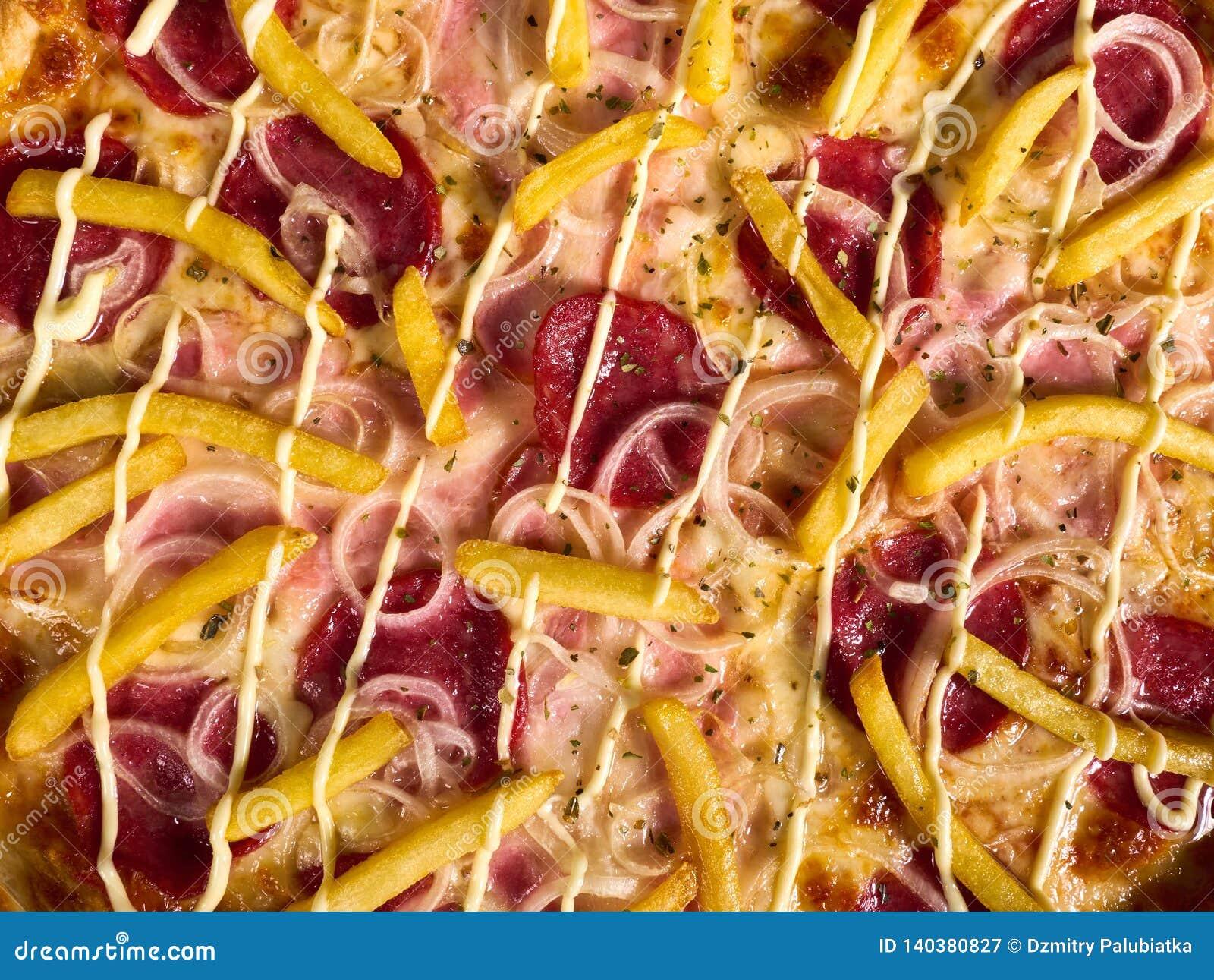Wyśmienicie Włoska pizza z grulami w górę