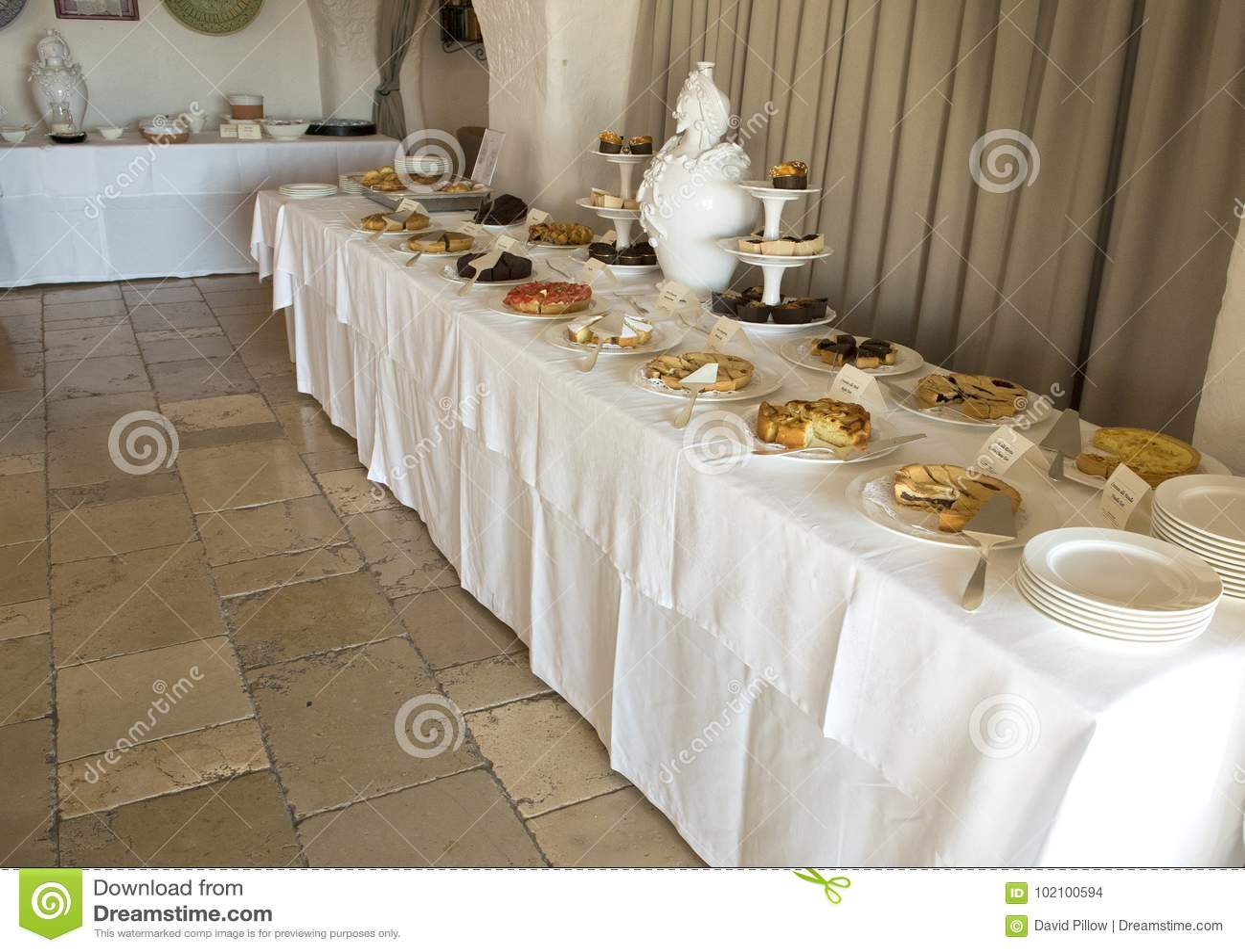 Wyśmienicie śniadaniowy deserowy bufet przy Masseria Torre Coccaro kurortem