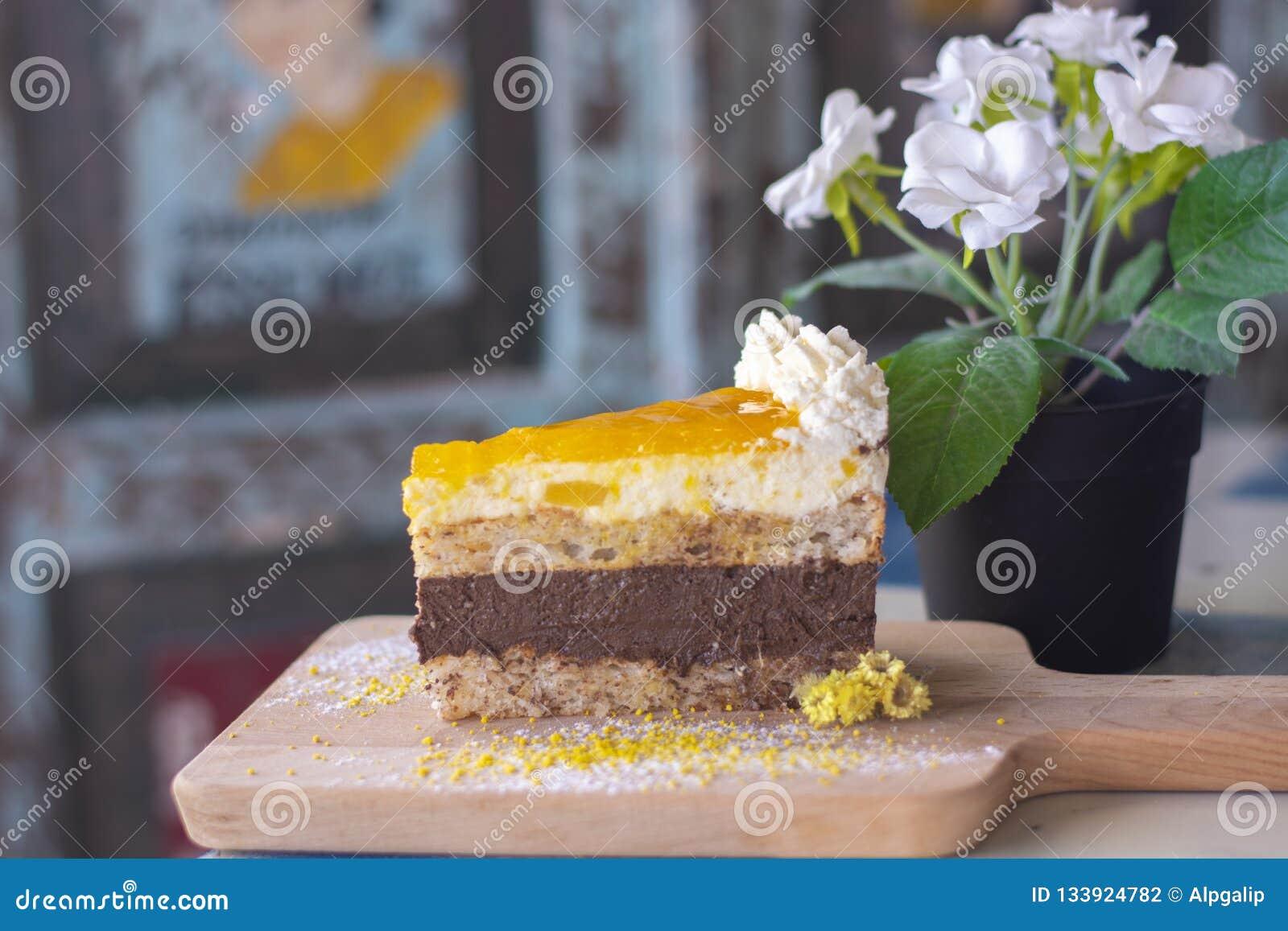 Wyśmienicie mango tort na drewnie
