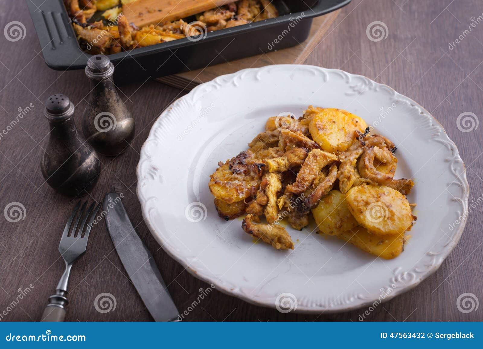 Wyśmienicie obiadowy kurczak z grulami