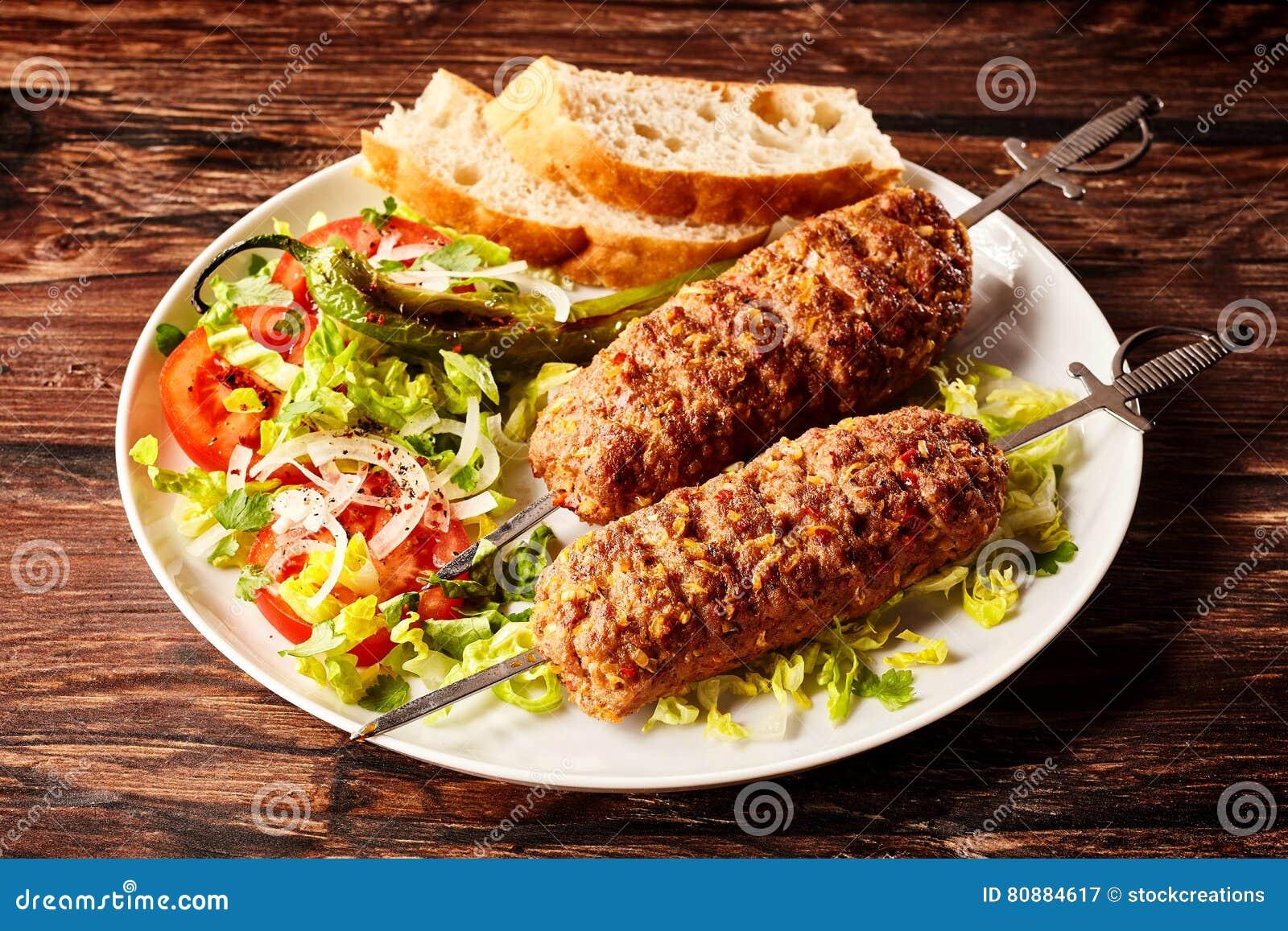 Wyśmienicie turecczyzny Adana kebabs lub skewers
