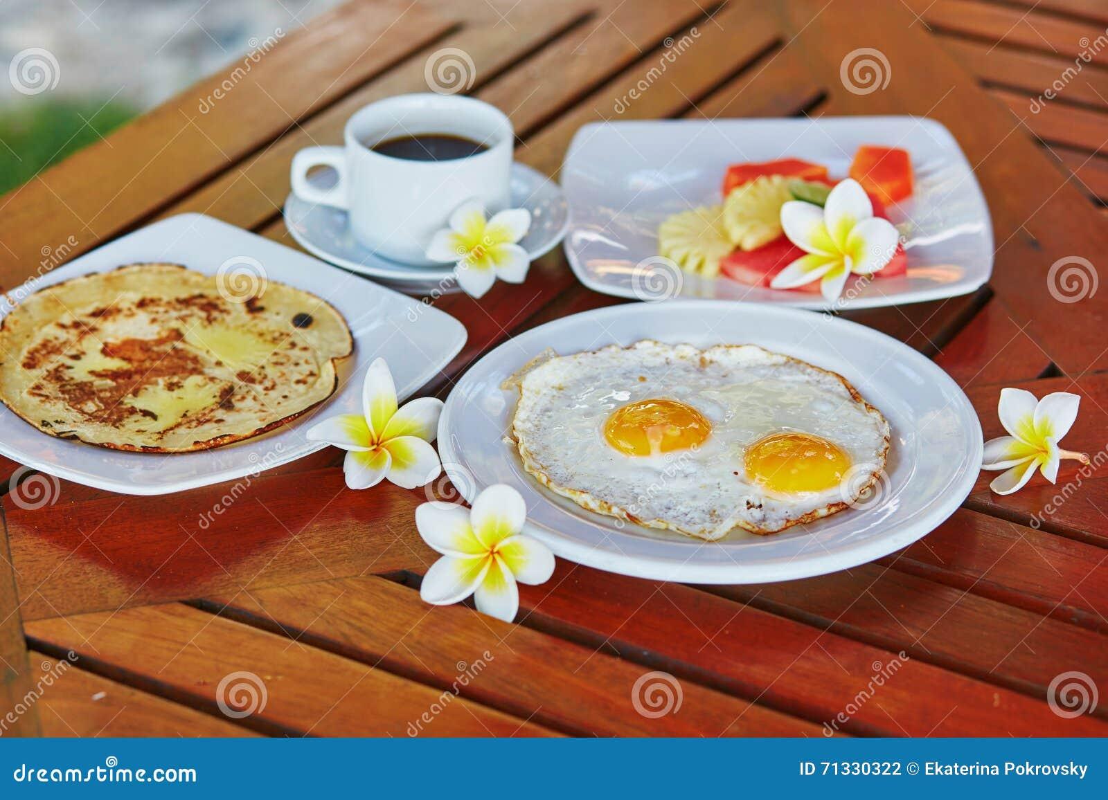 Wyśmienicie zdrowy śniadanie na tropikalnym kurorcie