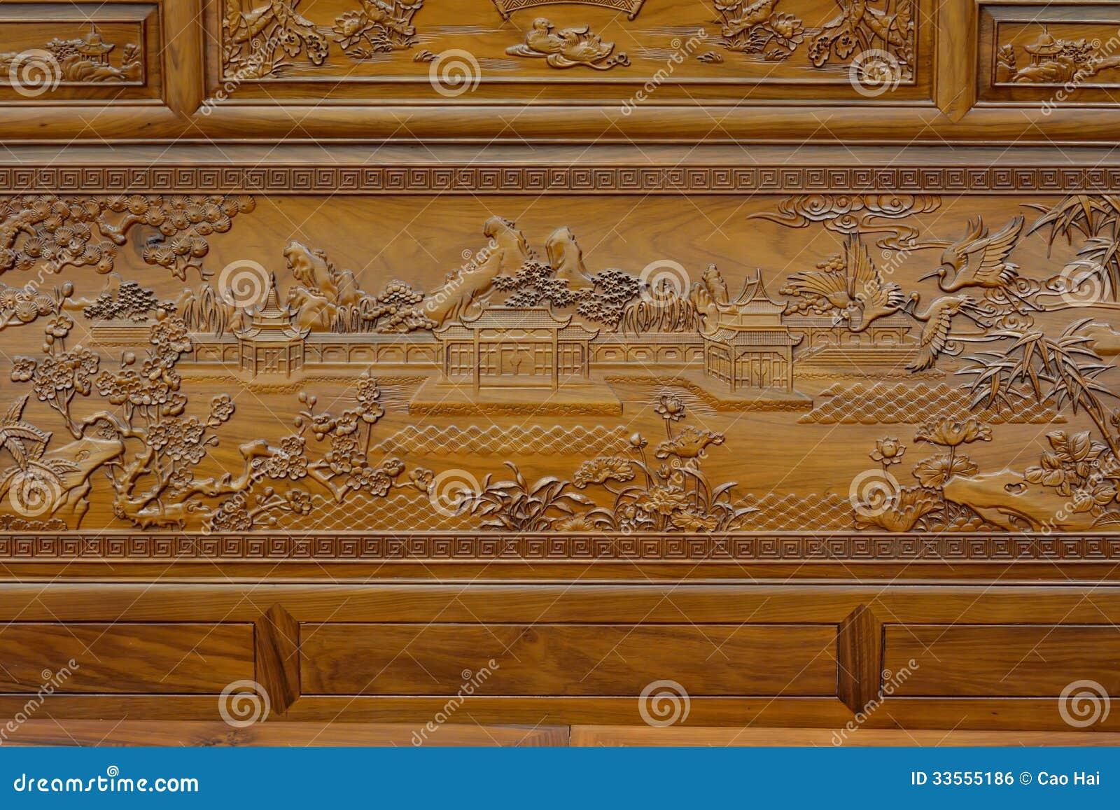Wyśmienita rzeźba na drewnianym meble w Chińskim tradycyjnym stylu