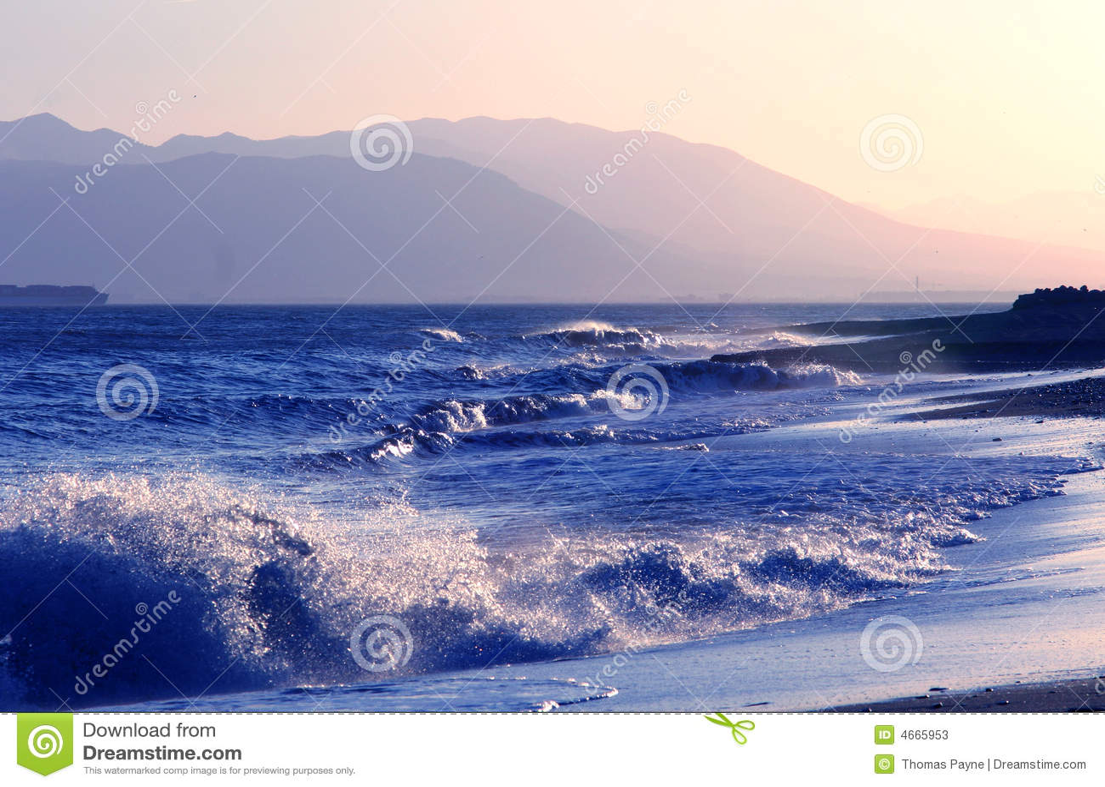 Wybrzeże andalusian rozbija fale
