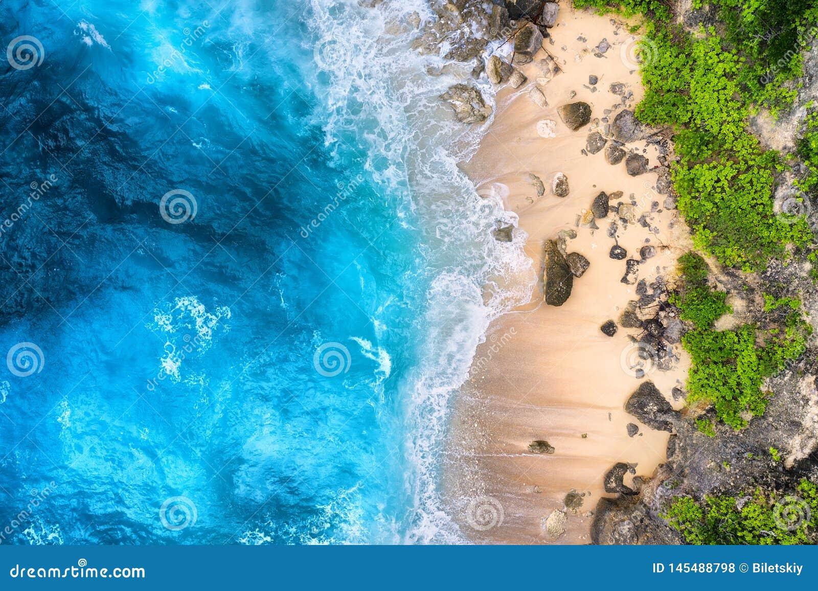 Wybrze?e jako t?o od odg?rnego widoku Turkusu wodny t?o od odg?rnego widoku Lata seascape od powietrza bali pi?kny Indonesia wysp