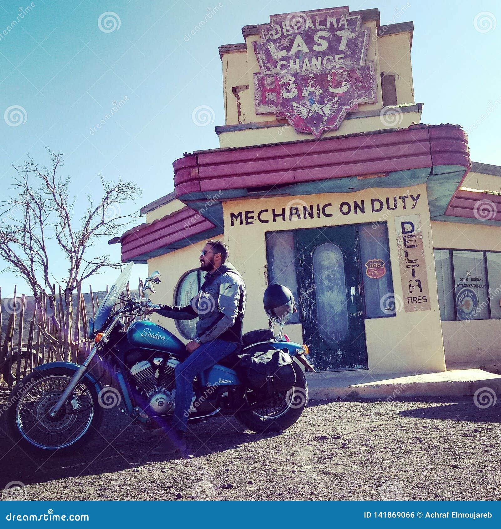 Wycieczki samochodowej Ouarzazete Marrakech Maroko Honda harley Davidson wolności obyczajowy kino wzgórza oczy