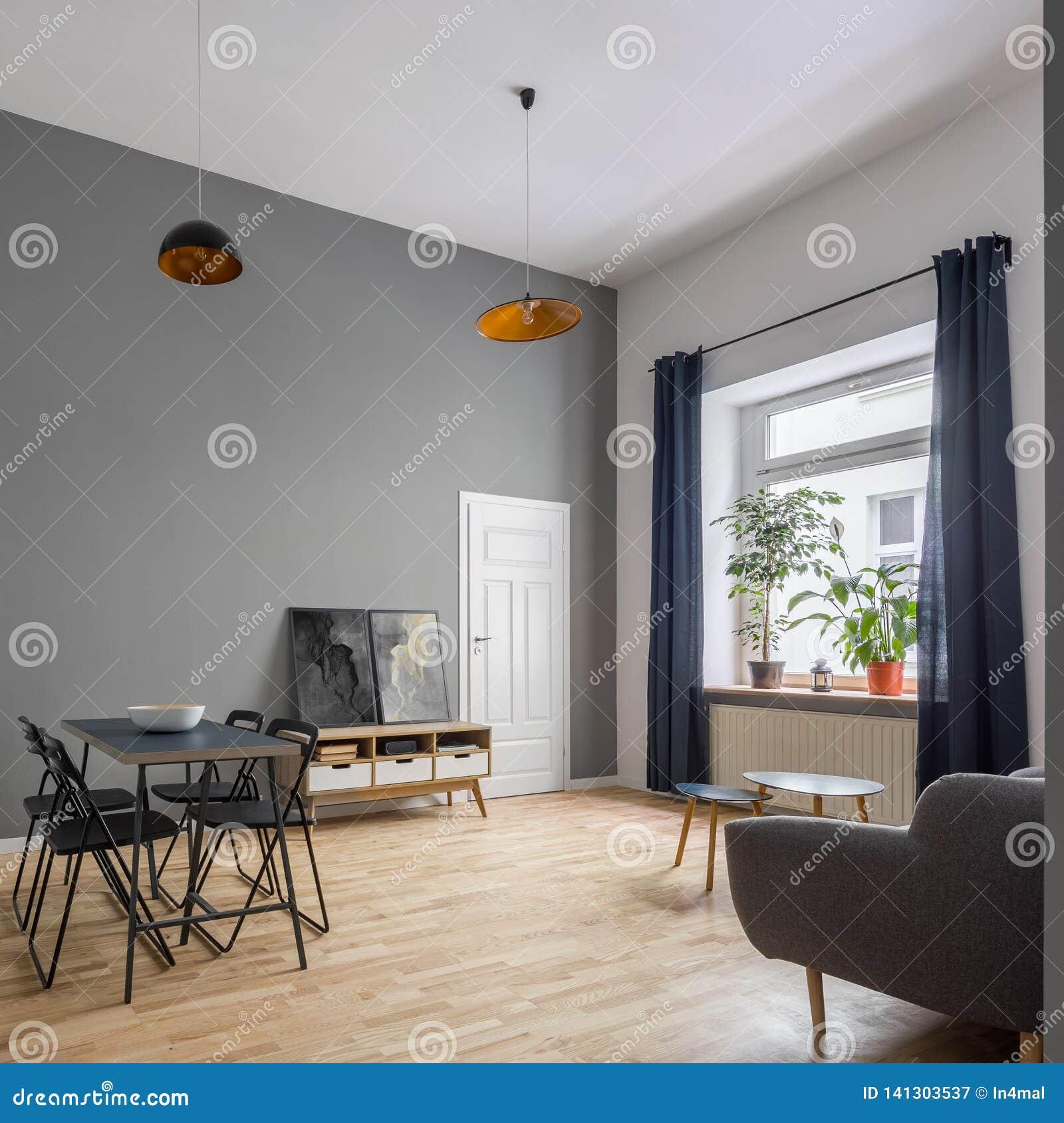 Wygodny mieszkanie z współczesnym meble