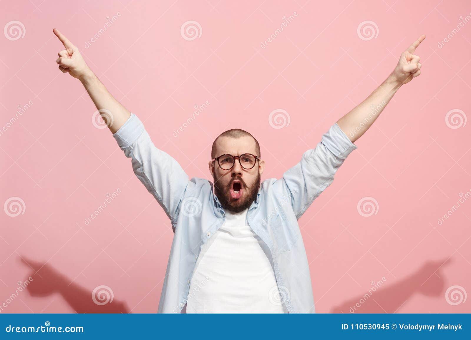 Wygranego sukcesu mężczyzna szczęśliwa ekstatyczna odświętność jest zwycięzcą Dynamiczny energiczny wizerunek samiec model