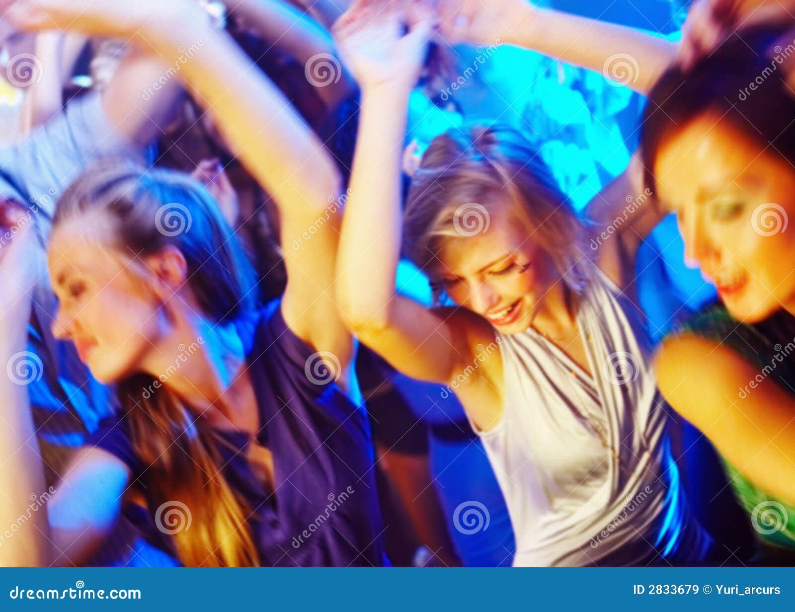 Wyjechała tańczącą noc