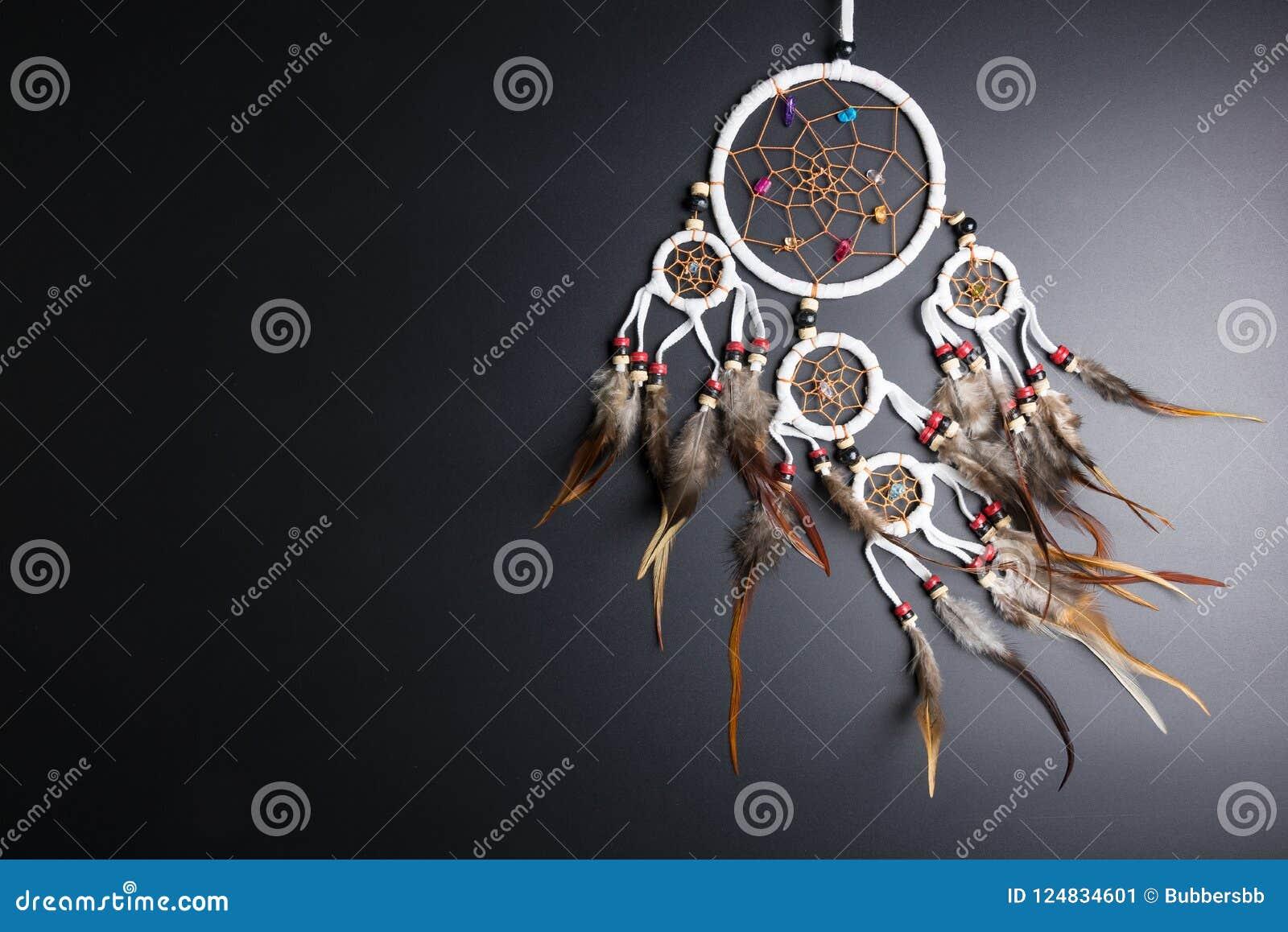 Wymarzony łapacz z piórko niciami i koralika linowym wiszącym spiri