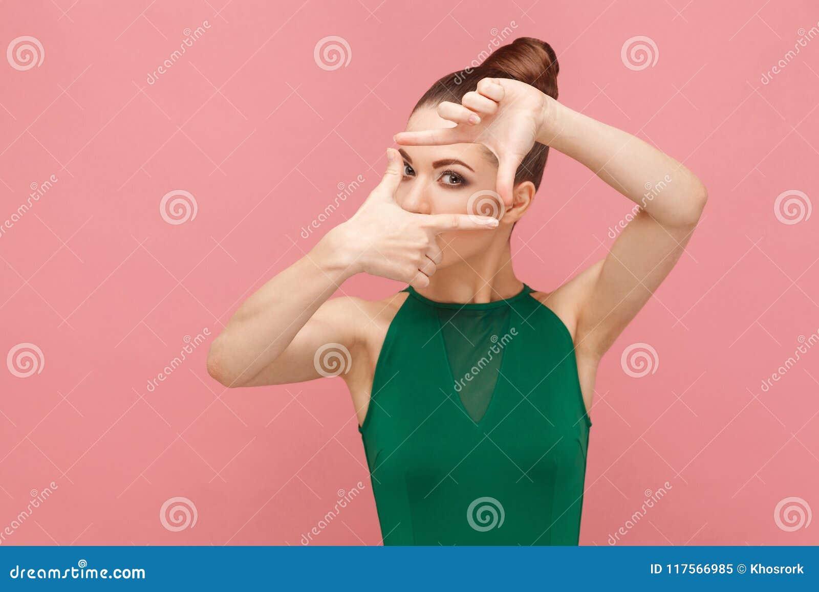 Wyobraźnia fotografa spojrzenie Rama rękami