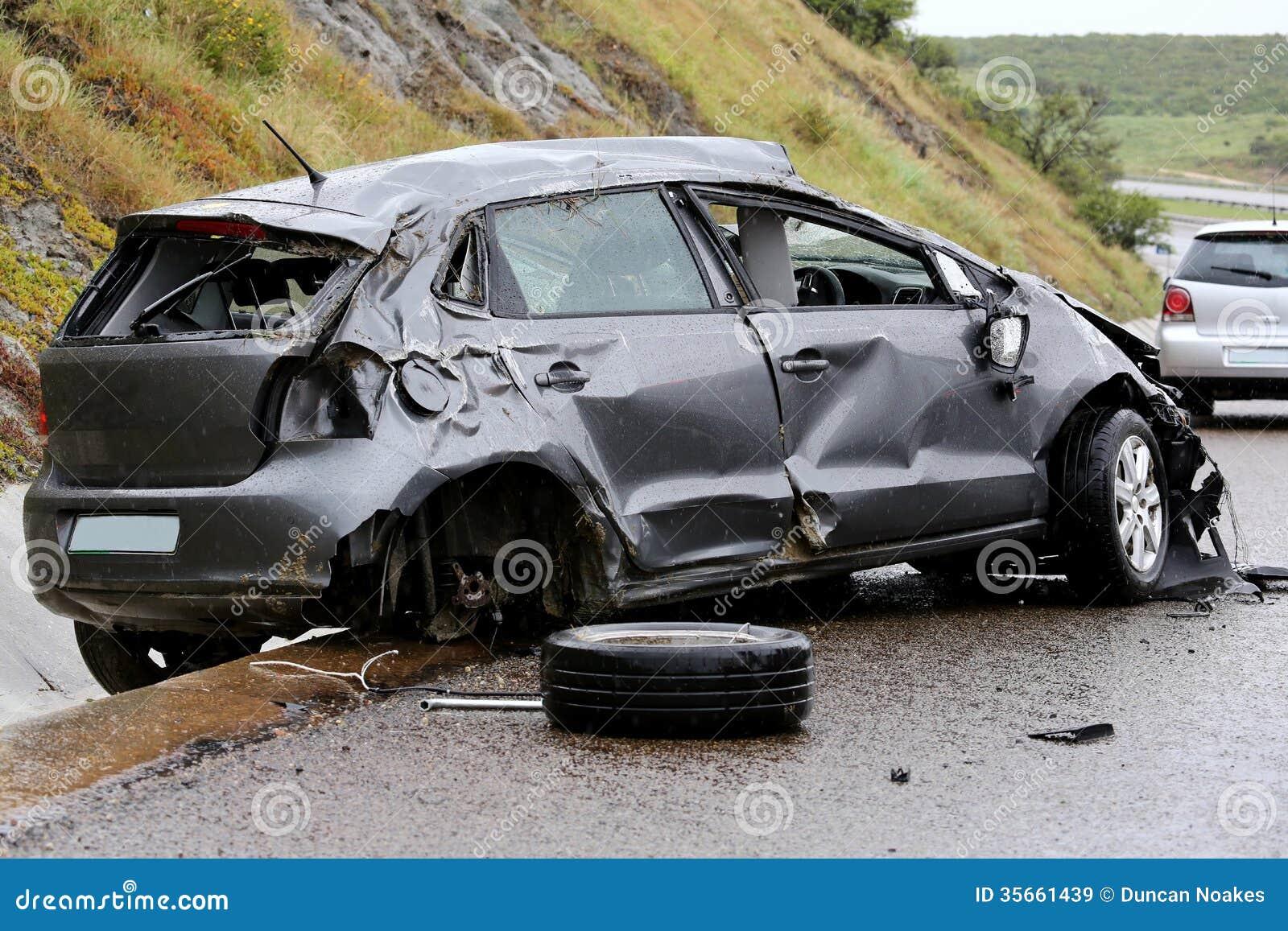 Wypadek Samochodowy i szczątki