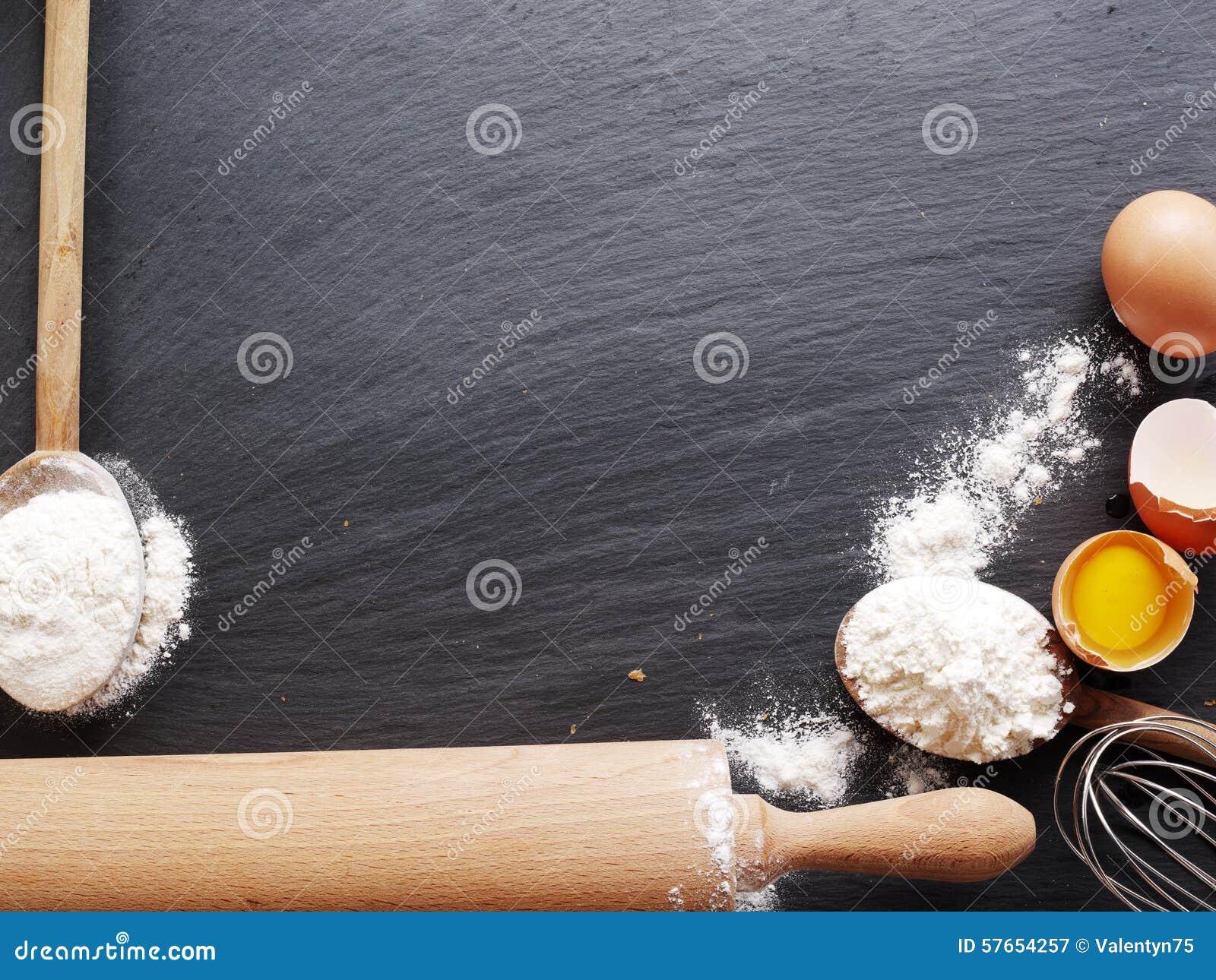 Wypiekowi składniki: jajko i mąka