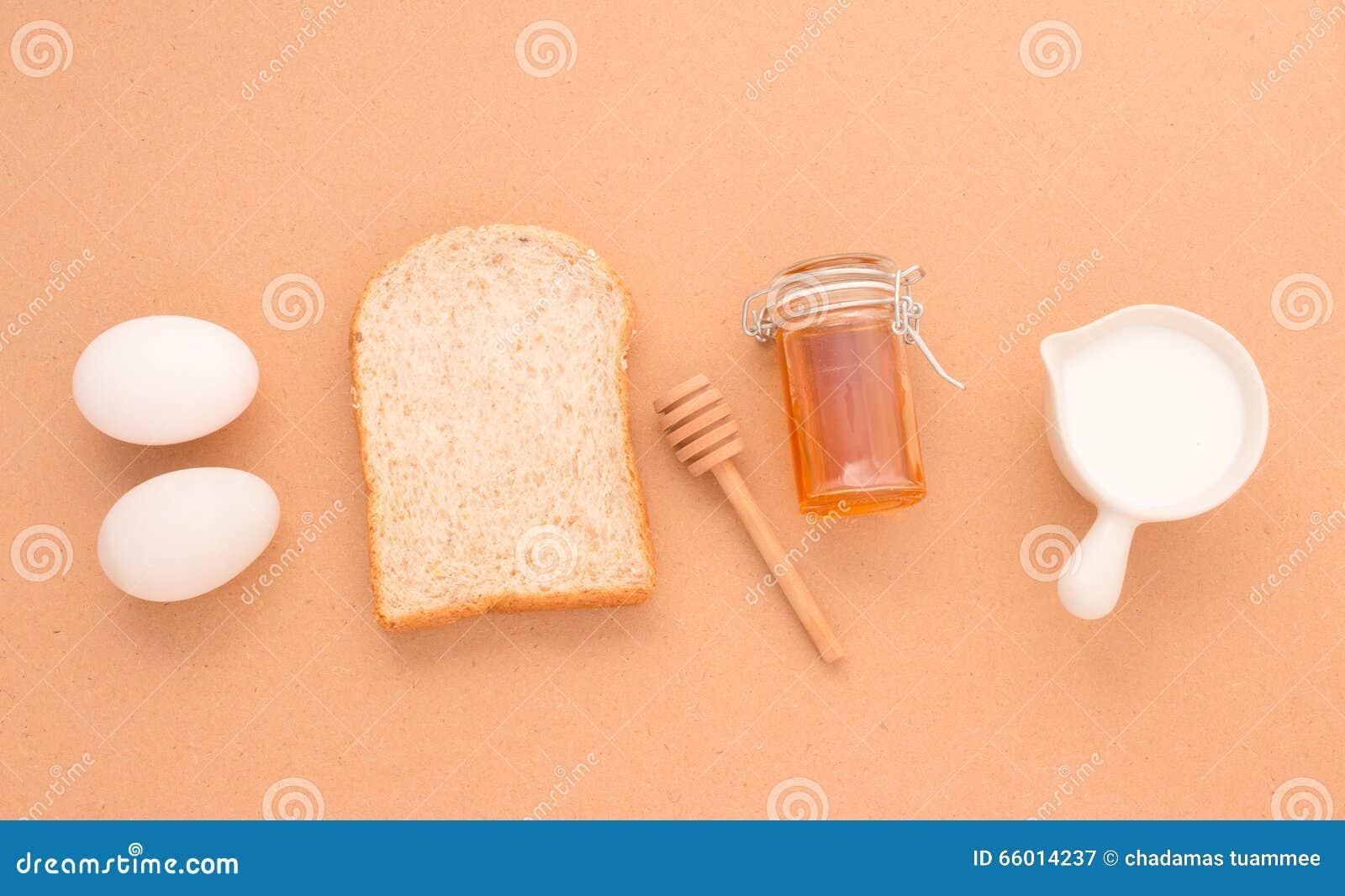 Wypiekowy wyposażenie robi Chlebowej banatki zbożom i adra na drewnianym b