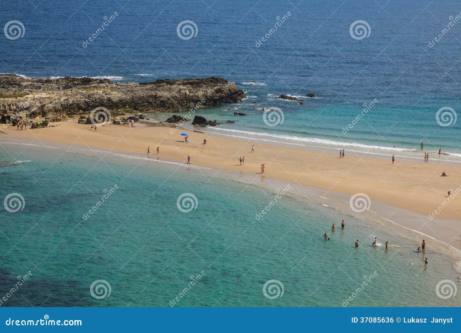 Download Wyrzucać Na Brzeg, Zaludnia, Pechon, Cantabriaja, Zdjęcie Stock - Obraz złożonej z atlantic, wzgórze: 37085636