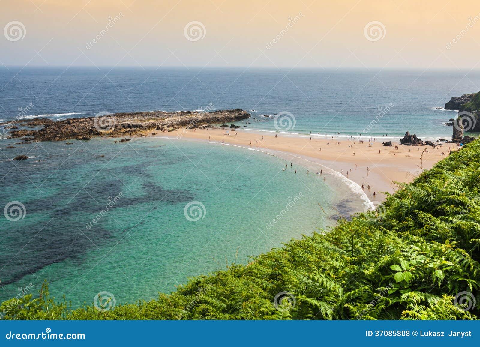 Download Wyrzucać Na Brzeg, Zaludnia, Pechon, Cantabriaja, Zdjęcie Stock - Obraz złożonej z wybrzeże, góra: 37085808