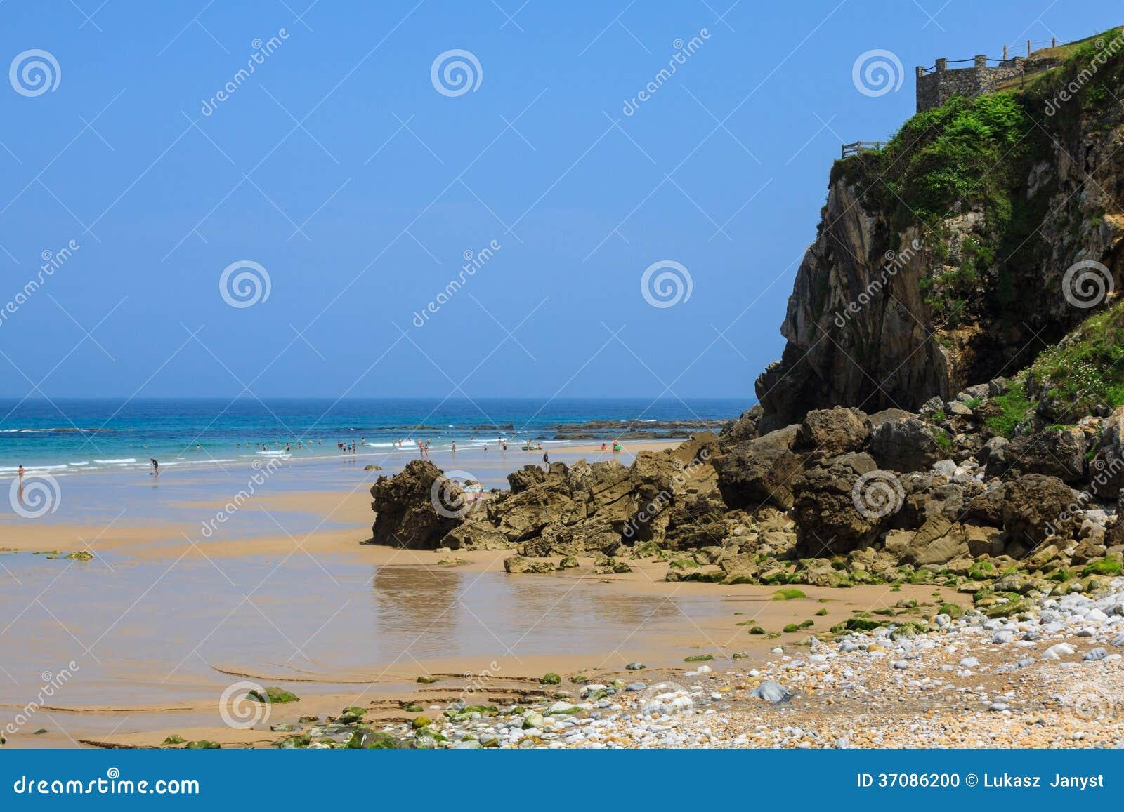 Download Wyrzucać Na Brzeg, Zaludnia, Pechon, Cantabriaja, Zdjęcie Stock - Obraz złożonej z skała, seascape: 37086200