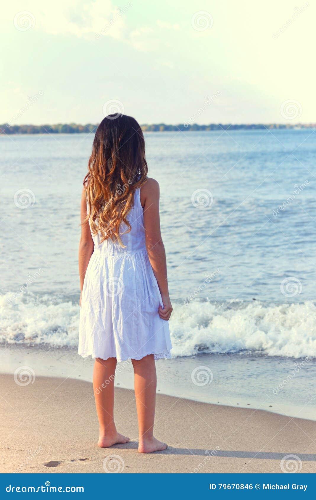 Wysłali plażowi bieli młoda dziewczyna