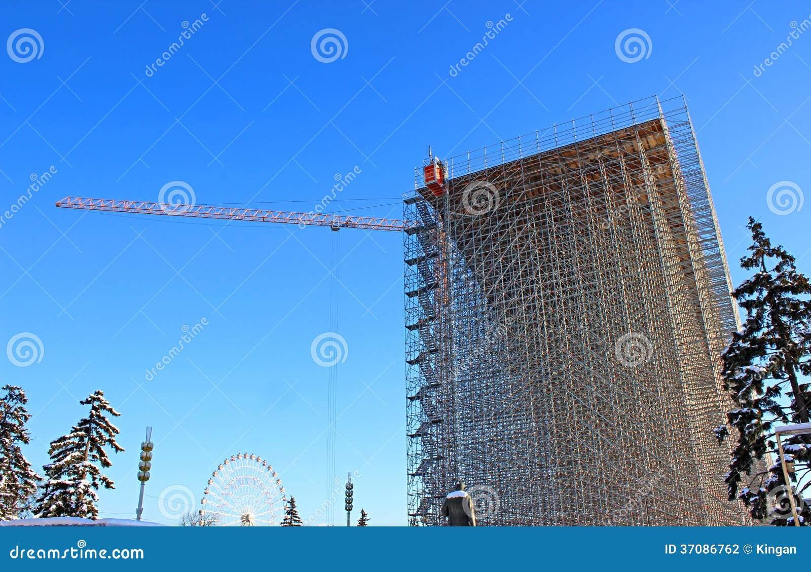 Download Wysoka budowa rusztowanie zdjęcie stock. Obraz złożonej z żuraw - 37086762