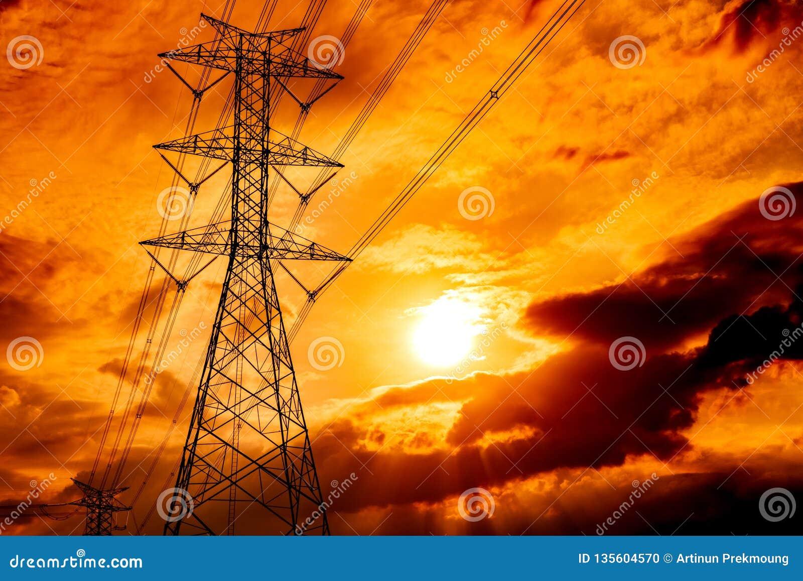 Wysokiego woltażu przekazu i słupa elektryczne linie Przy zmierzchem elektryczność pilony Władza i energia 3d odpłacający się ene