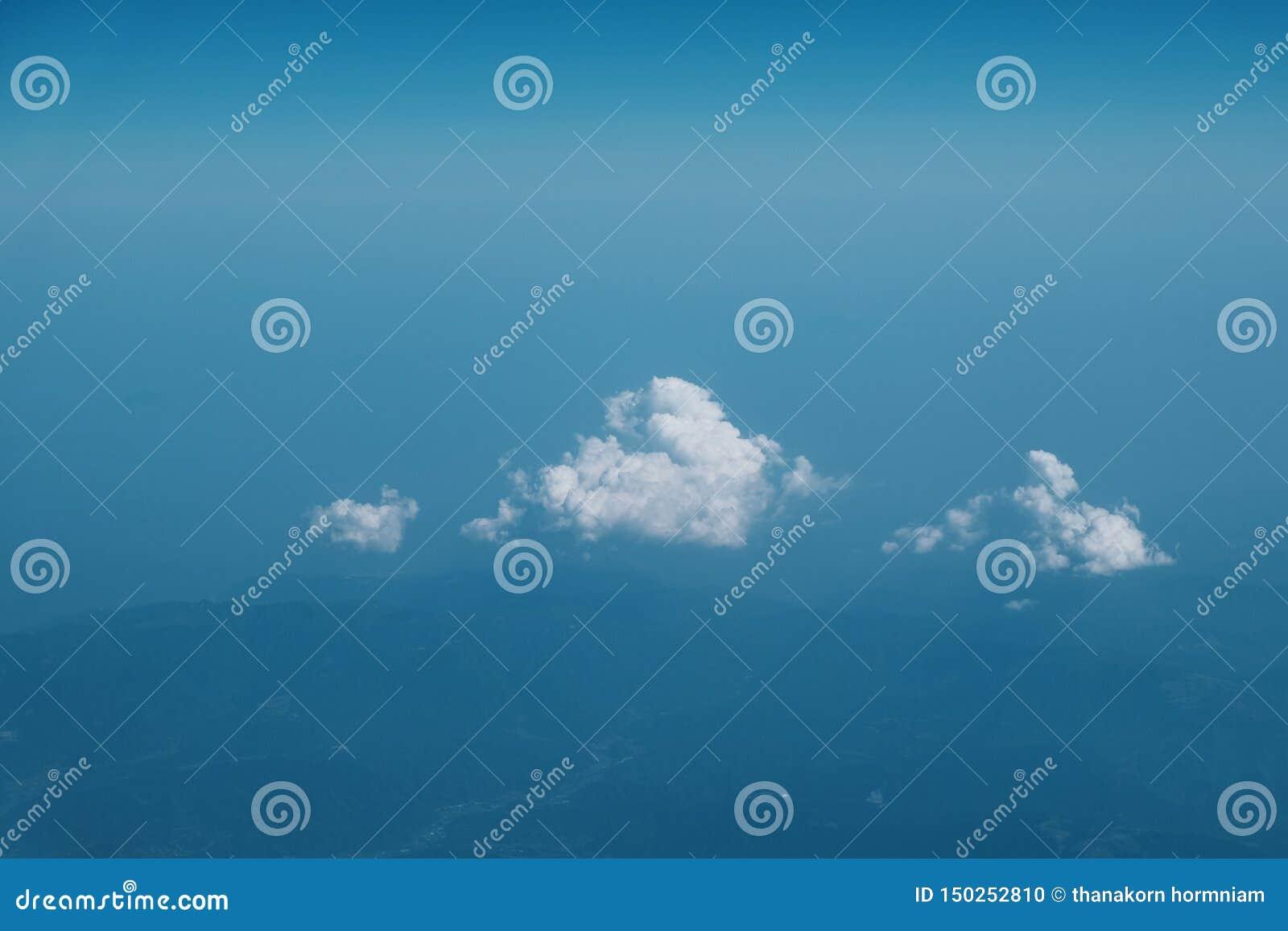 Wysokiej chmury tło