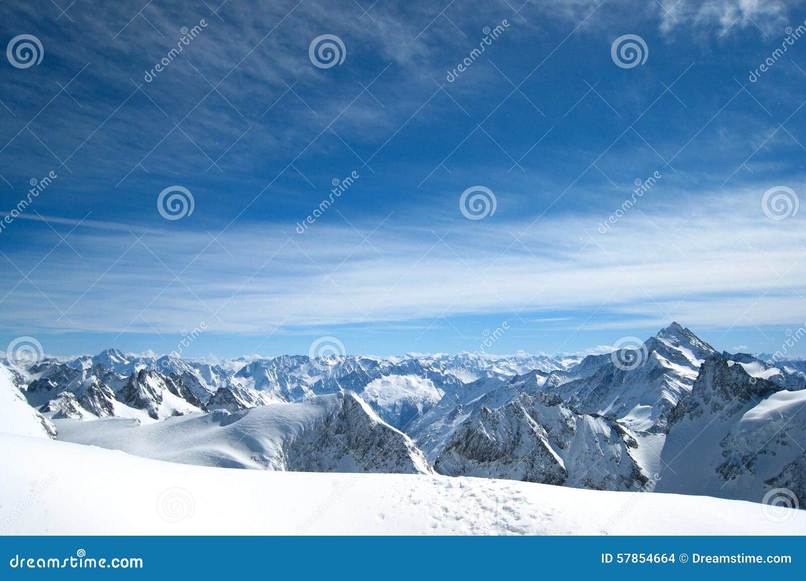Wysokiej góry śnieżna poniższa zimy
