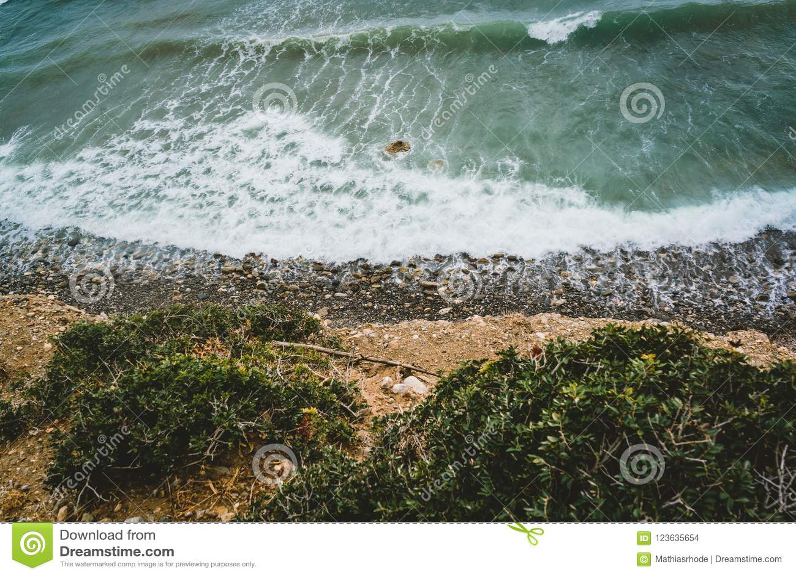 Wyspa Crete w Grecja, widok z lotu ptaka w kierunku morza i plaży Odgórny widok Pięknie jaskrawy i azures