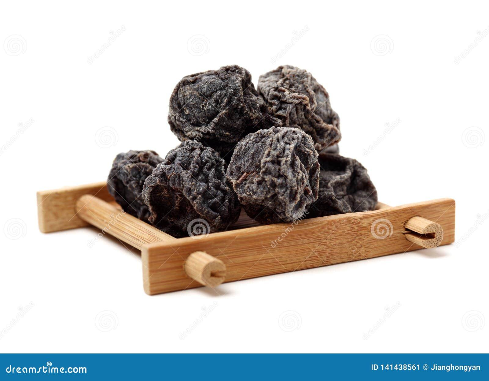 Wysuszone czarne śliwki