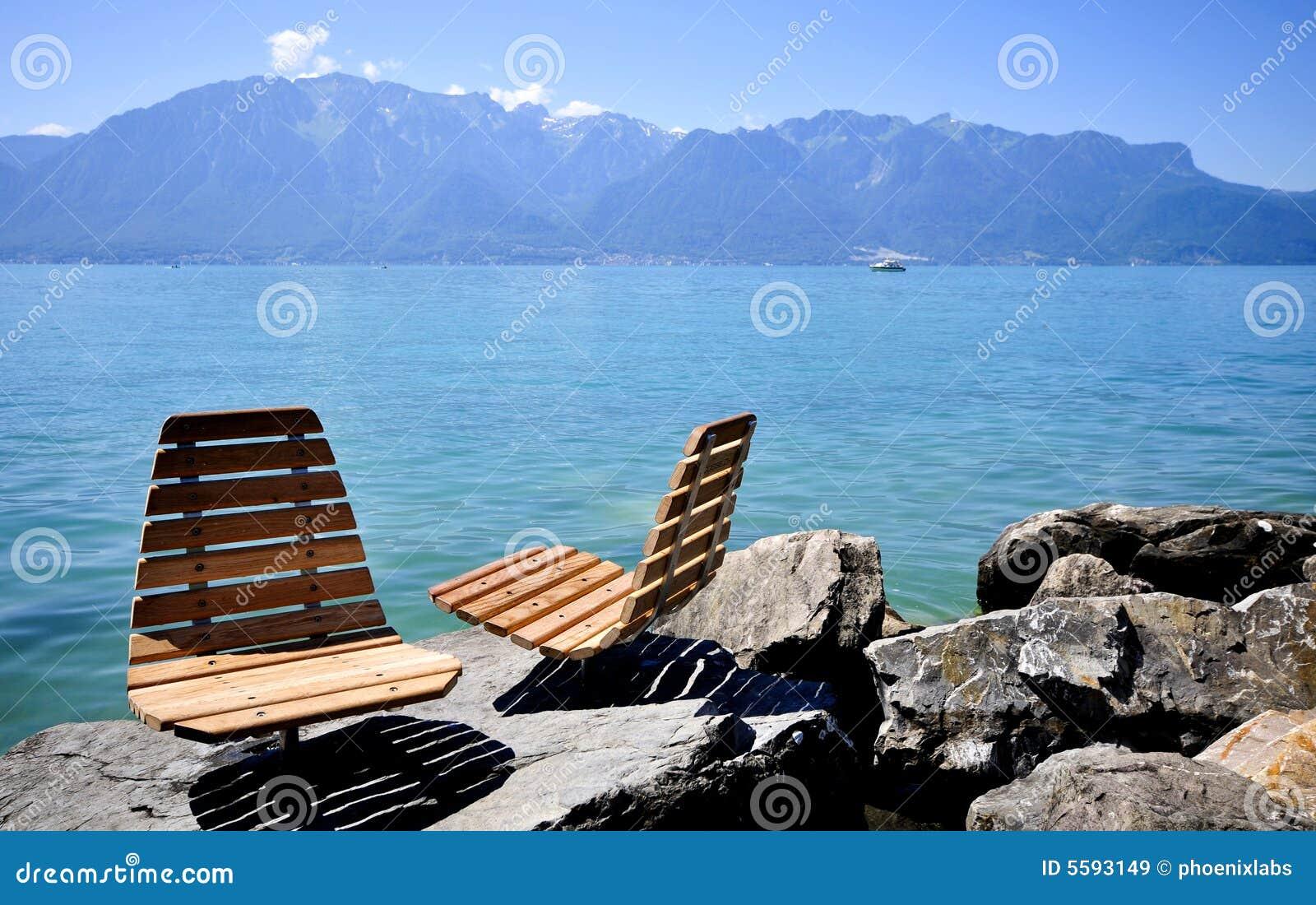 Wzdłuż krzeseł lake