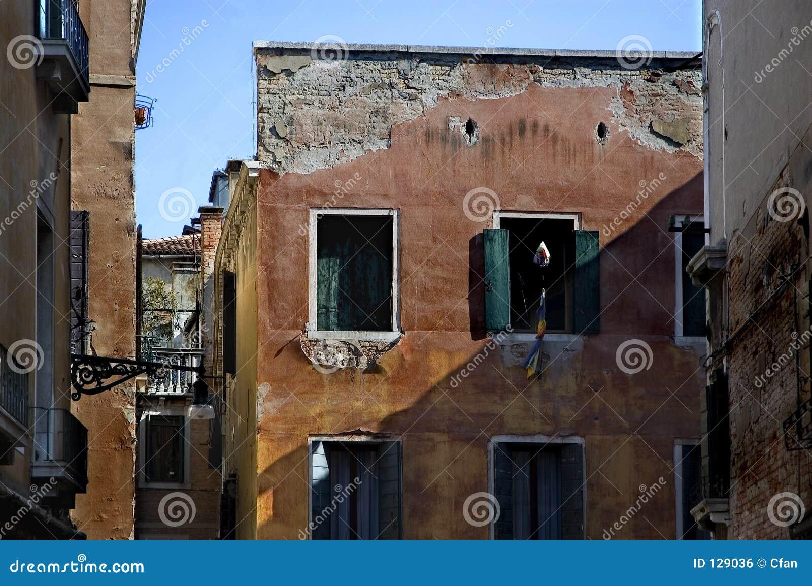 Wzdłuż ulicy Wenecji