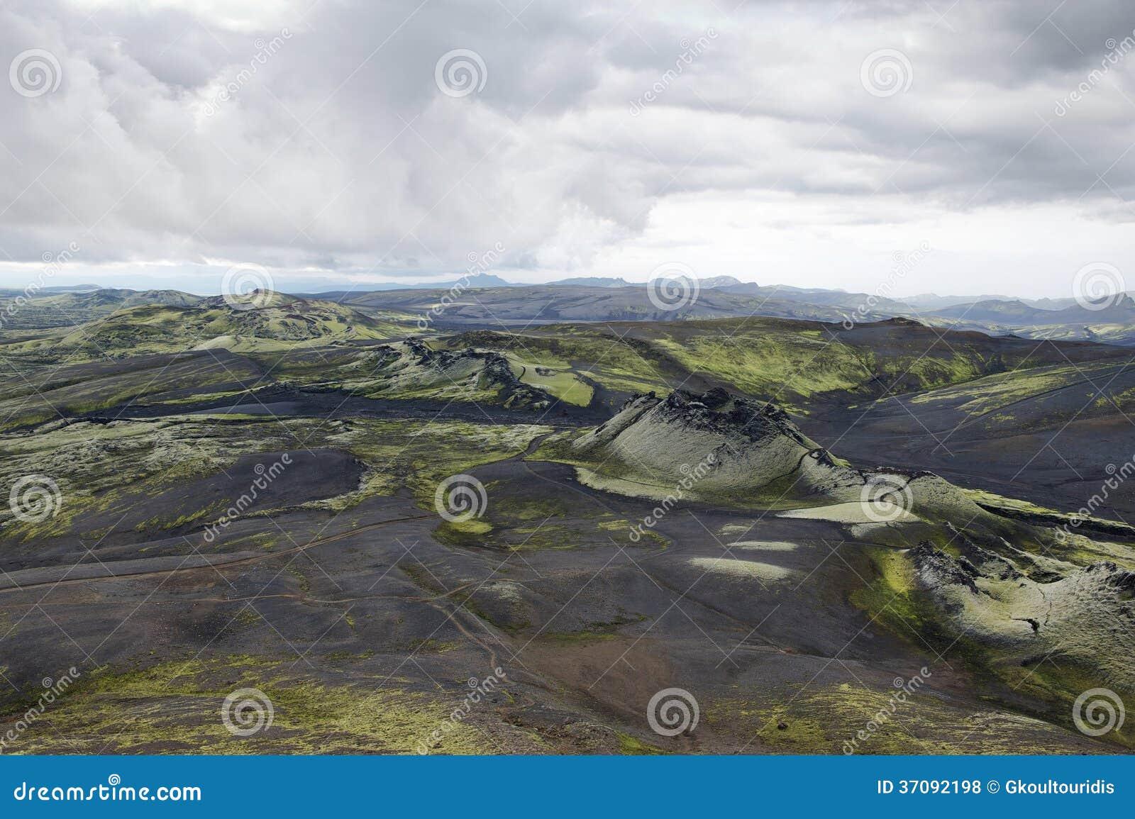 Download Wzgórza Zakrywający Z Czarnym Popiółem I Zieleń Mech Przy Lakagigar, Icelan Zdjęcie Stock - Obraz złożonej z obywatel, brud: 37092198