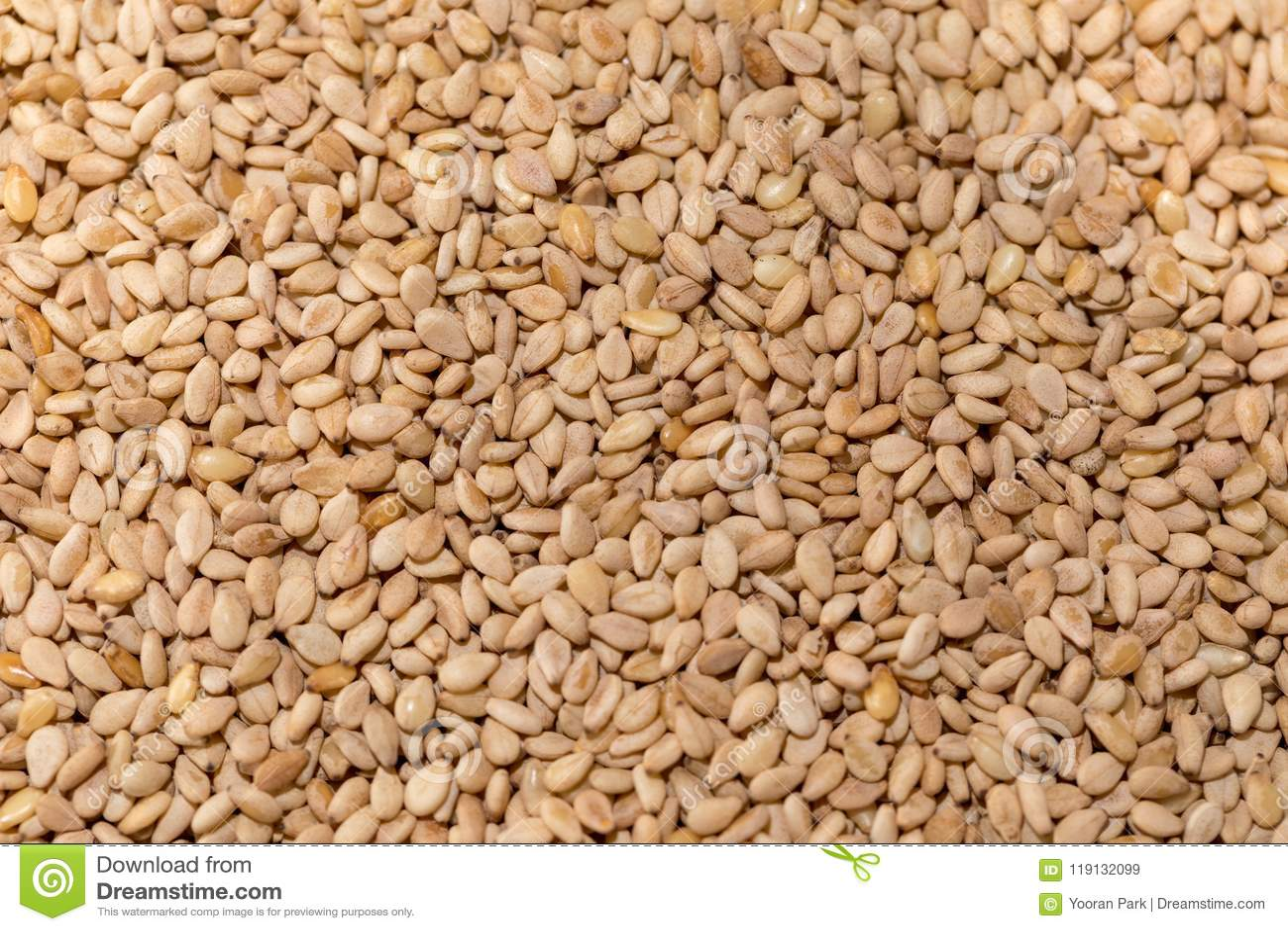 Wznoszący toast sezamowi ziarna
