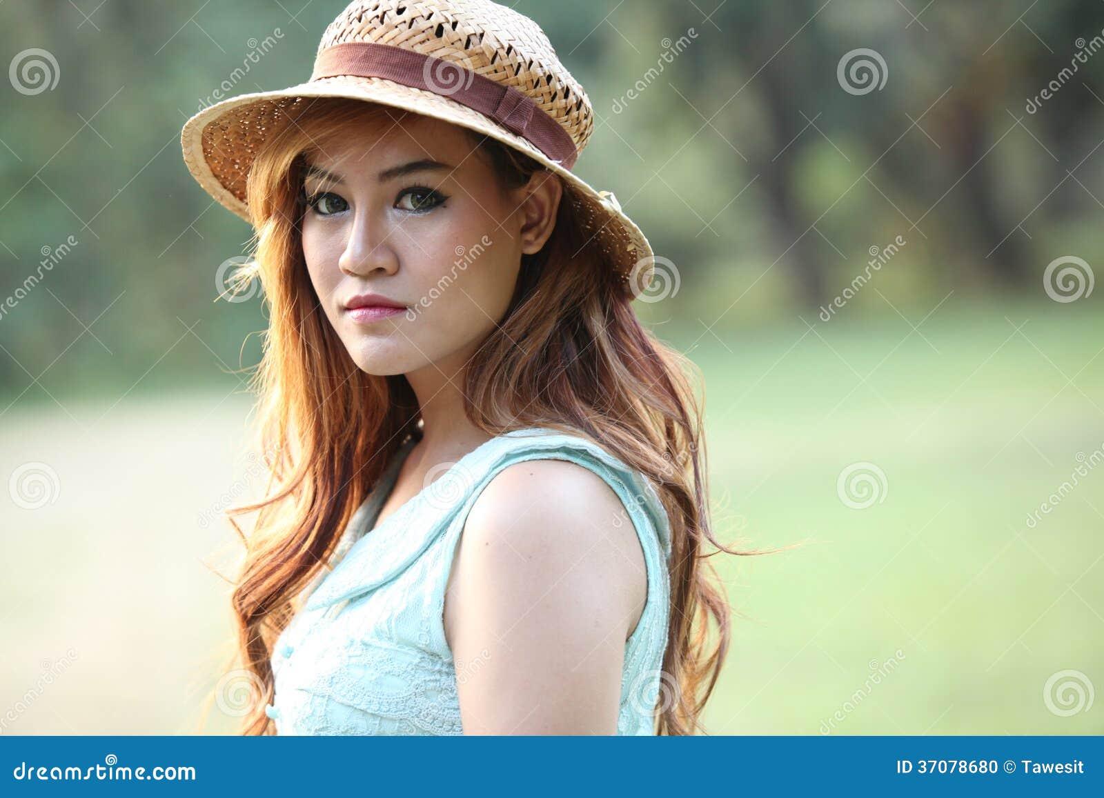 Download Wzorcowy Opatrunkowy Rocznika Styl Zdjęcie Stock - Obraz złożonej z czerń, portret: 37078680