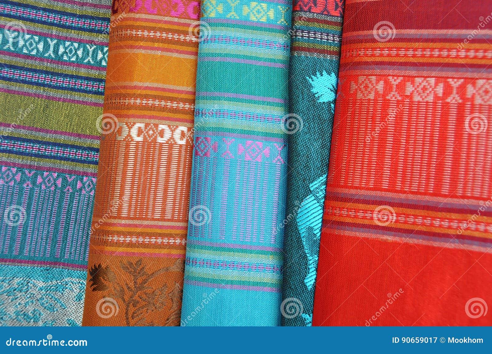 Wzorzyste jedwabnicze tkaniny od Tajlandia