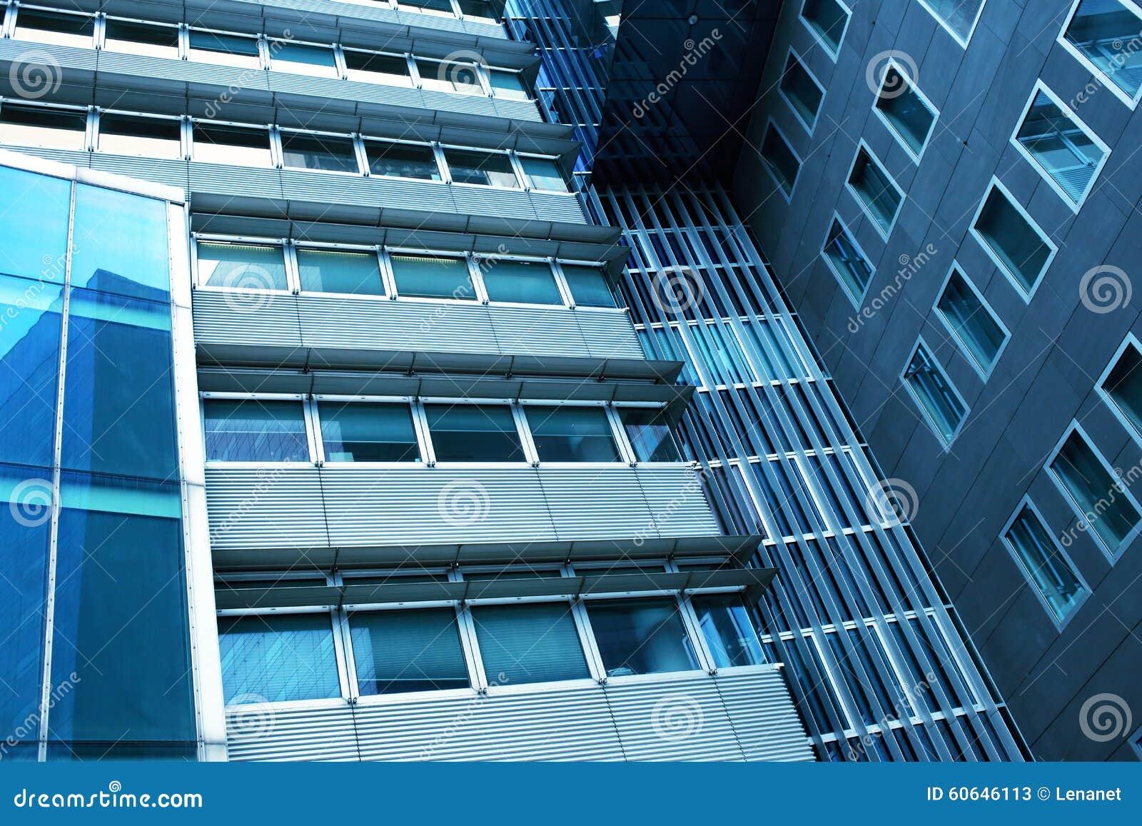 Wzrosta szklany wysoki budynek