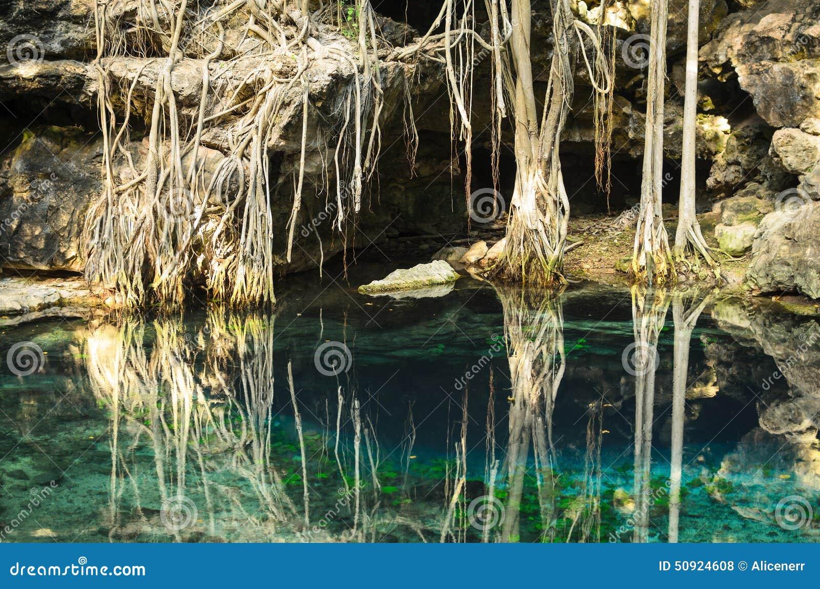 X-Batun Cenote - turquoise X Batun