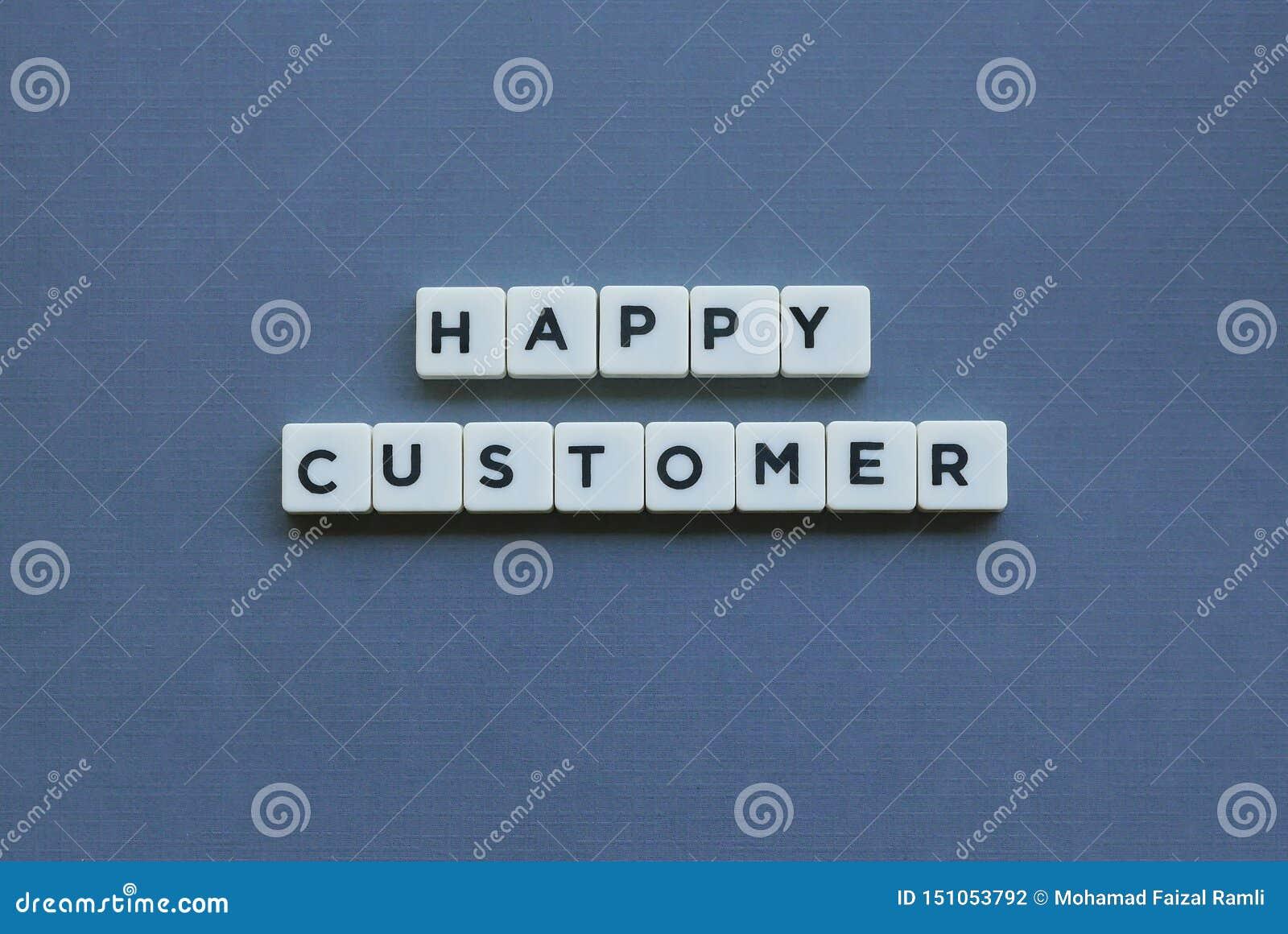 ' Cliente felice ' parola fatta della parola quadrata della lettera su fondo grigio