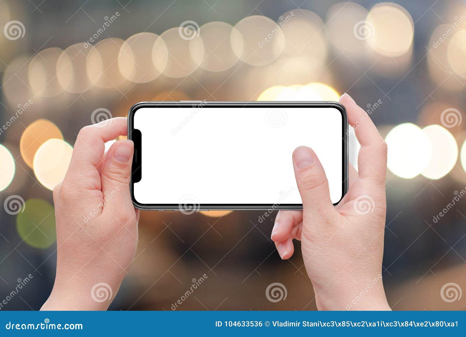 Download X Slimme Telefoon In De Horizontale Vrouw Van De Positieholding Het Geïsoleerde Witte Lege Scherm Voor Model Stock Foto - Afbeelding bestaande uit vakantie, close: 104633536