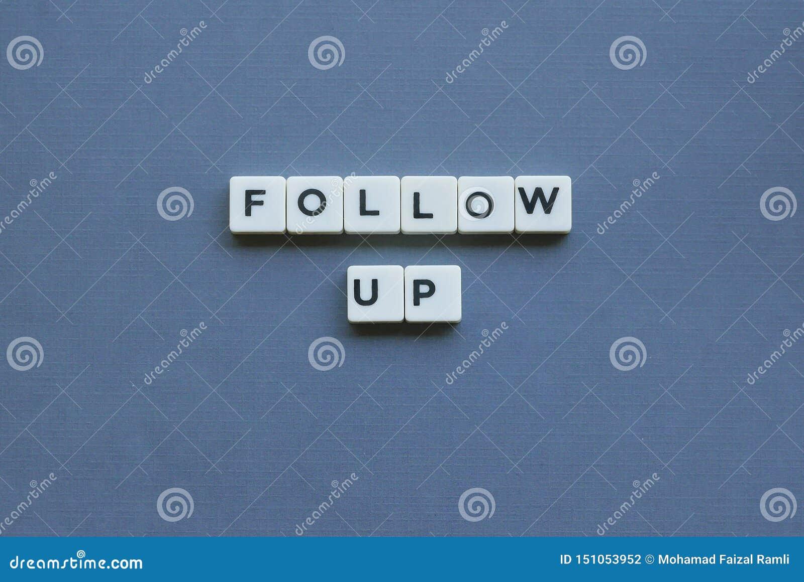 ' ; Suivi ' ; mot fait en mot carré de lettre sur le fond gris