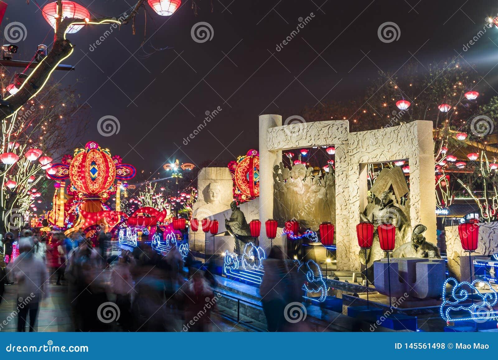 Xi an, Chine - 13 f?vrier 2019 La foule ? la tache sc?nique pour c?l?brent le festival de printemps chinois