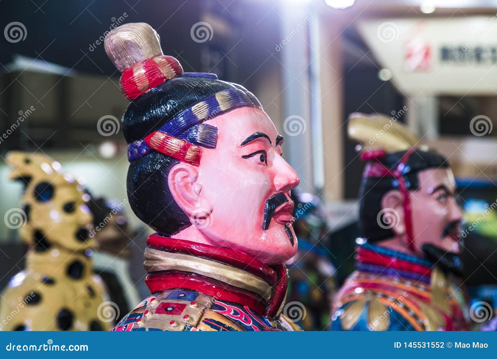 XI. Chiny, Mar ?, - 30, 2019 clorful wojsko Terakotowi wojownicy i konie w expo