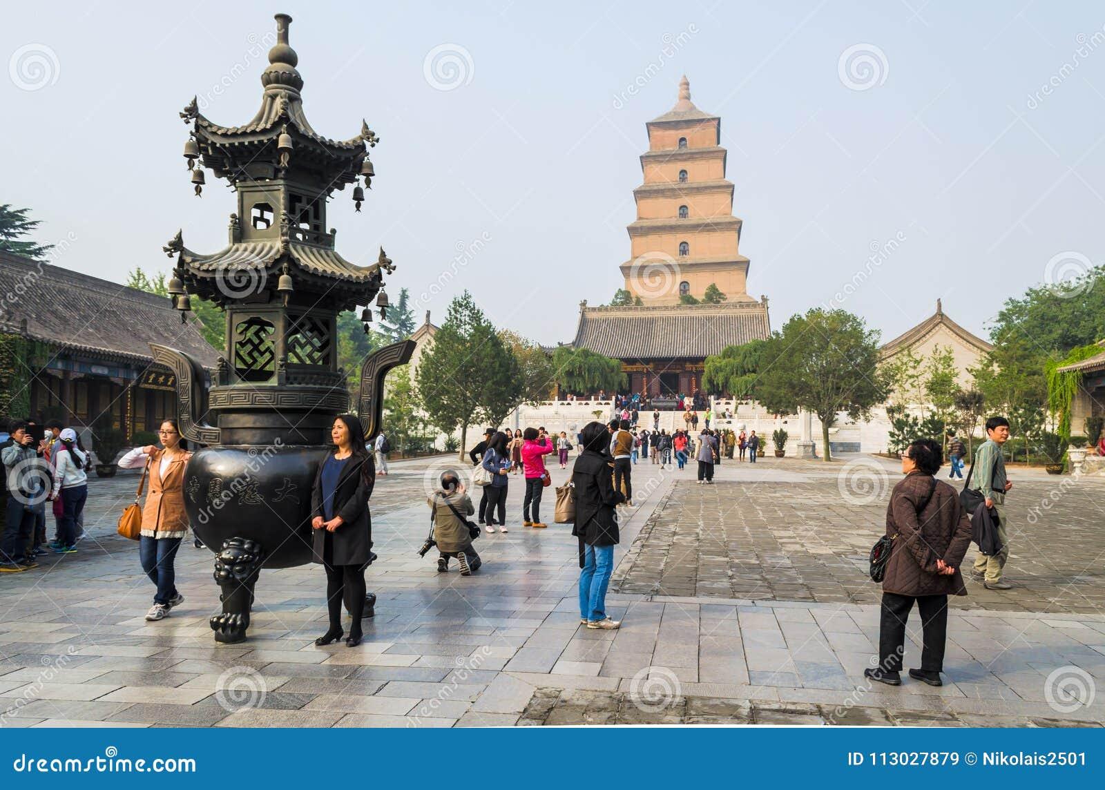 XIAN, CHINA - 17 de octubre de 2013: Pagoda salvaje gigante del ganso, provincia de Xian, Shaanxi, China