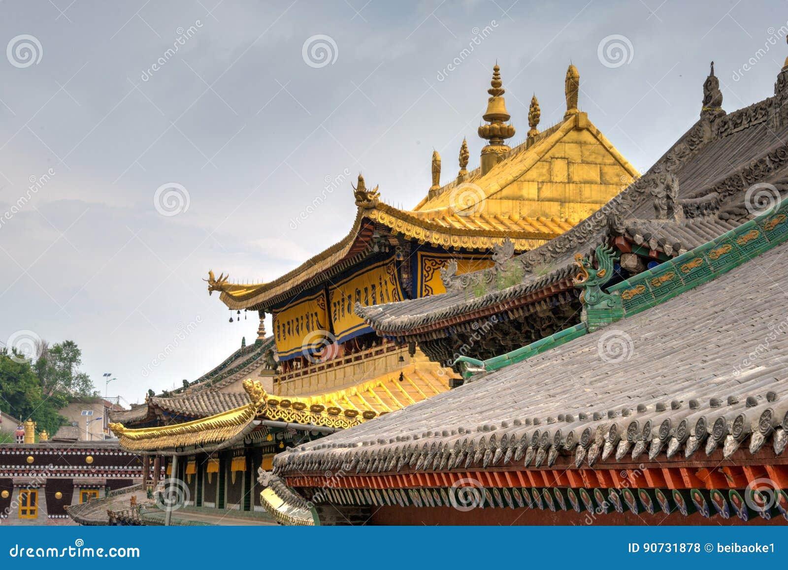 XINING, CHINA - Jun 30 2014: Kumbumklooster een beroemd oriëntatiepunt