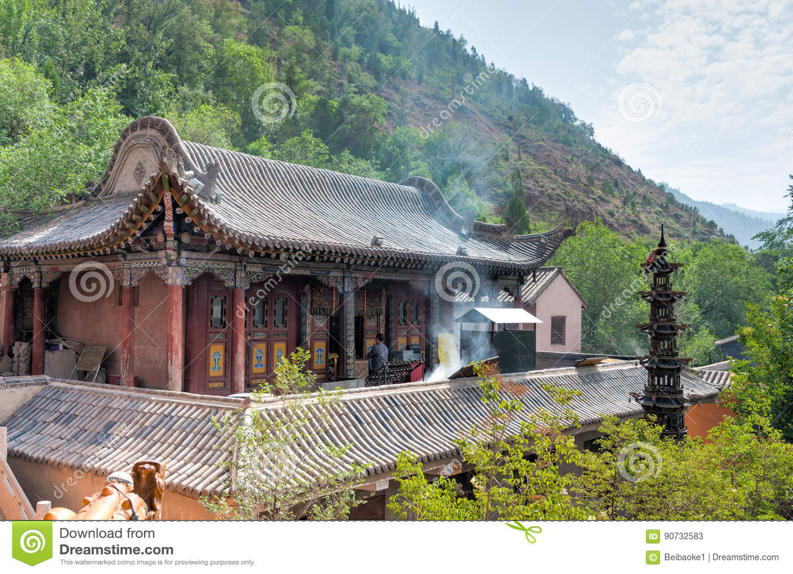 XINING CHINY, Jul, - 5 2014: Północna Halna świątynia (Tulou Guan) n