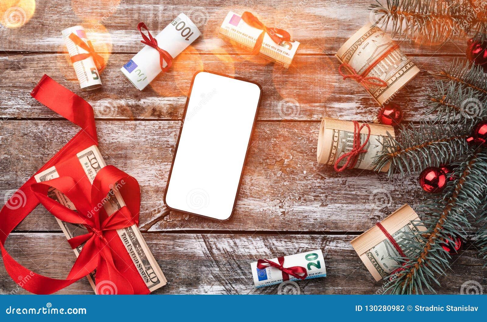 Xmas-bakgrund av gammalt trä Julgran med amerikanska och europeiska pengar gåvaferieitaly rome souvenir Top beskådar