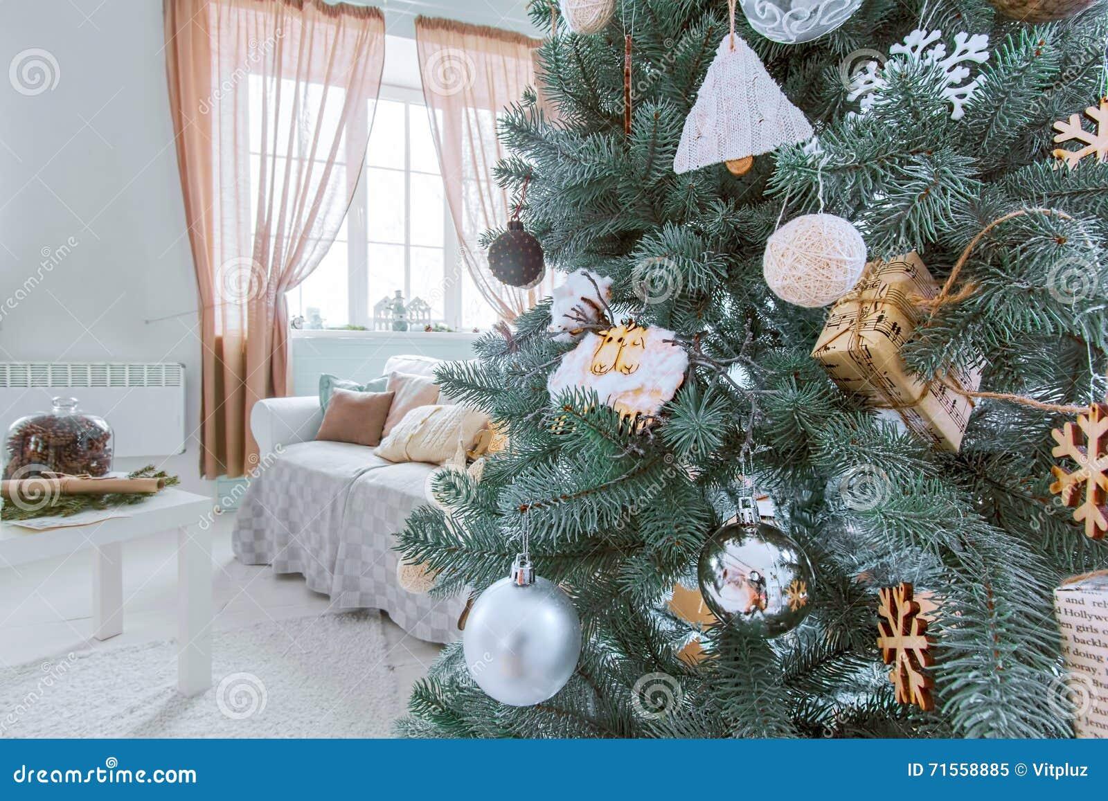 Xmas-träd och rumferieinre Nytt år och glade Christma