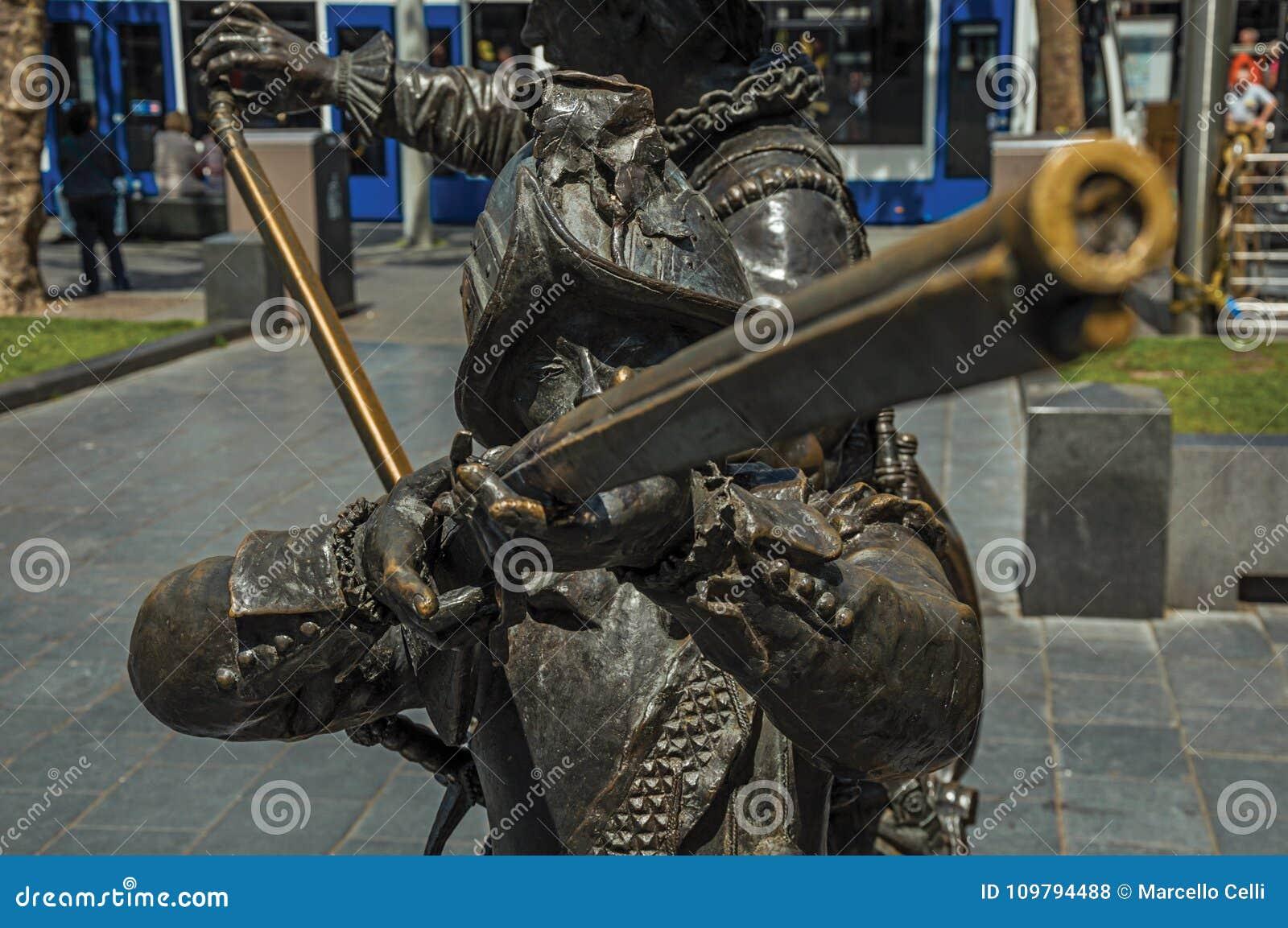 XVII伦布兰特广场的世纪战士铜雕塑在一个晴天在阿姆斯特丹